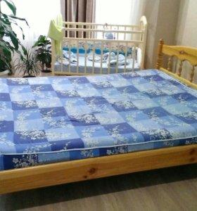 Кровать 2- х спальная деревянная.