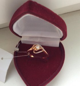 Золотое кольцо срочно , ни разу не одевала . 17