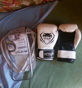 Боксёрские перчатки Venum 14 OZ