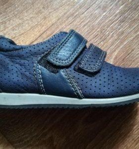 Детские демисезонные ботинки.