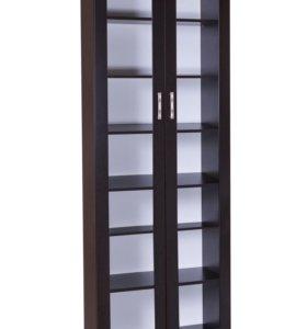 Витрина со стеклом или книжный шкаф