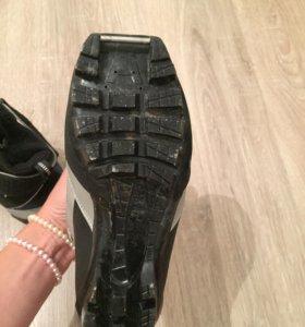 продам лыжные ботинки р.33