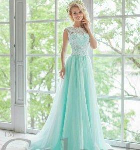 Свадебное платье в белом цвете42..44 р.р
