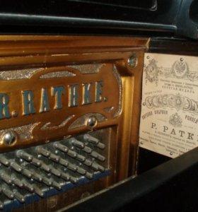 Старинное пианино—антиквариат