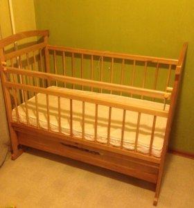 Детская кроватка с матрасом ( новая)