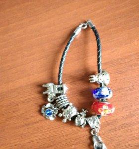 Кожаный браслет с шаржнями