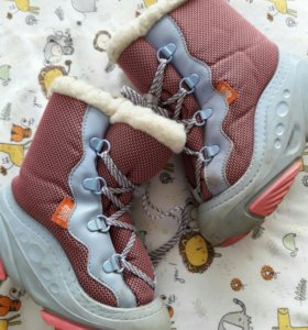 Много обуви внутри для девочки