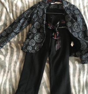Костюм нарядный тройка, пиджак , водолазка и бридж