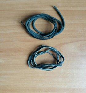 Черные кожаные шнурки.