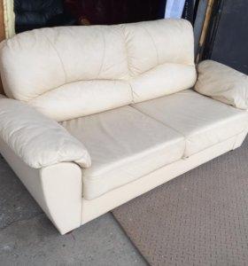 Кожаный раскладной диван