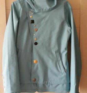 Куртка для сноуборда или горных лыж.