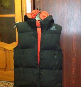 Жилетка зимняя двухсторонняя Adidas, размер S