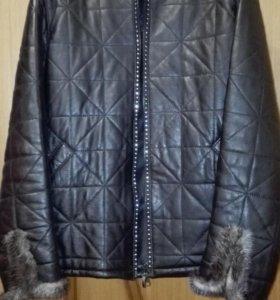 Куртка кожаная женская черного цвета