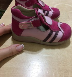 Детские ортопедические туфельки для девочки. 22 р