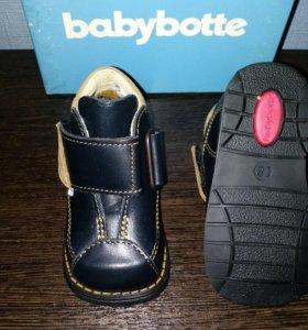 Ботинки детские. Новые.