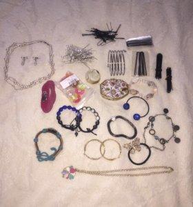 Пакетом бижутерия( браслеты, шкатулки, серьги)