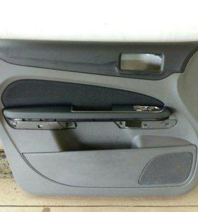 Обшивка двери передней левой Ford Focus II