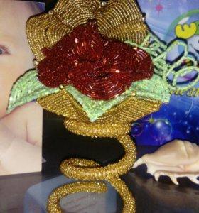 Ракушка с розой из бисера.