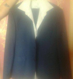 Новый Мужской костюм синего цвета,и рубашка.48-50р