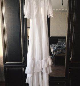 Свадебное винтажное платье с шлейфом