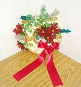 Венок Новогодний с цветами из бисера
