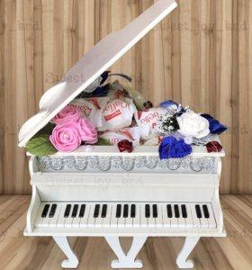 Деревянный рояль-шкатулка