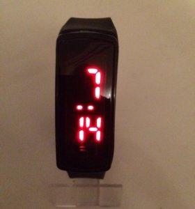 Светодиодные электронные часы (черные)
