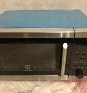 Микроволновая печь Electrolux EMS 20300 OX новая