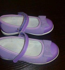Продаю детские туфли