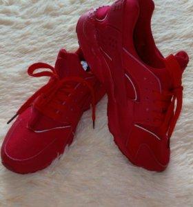 Новые кроссовки 39 размер