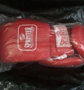 Перчатки боксёрские новые.