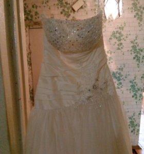 Продаю платье свадебное цвет шампань.
