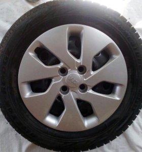 Продаю колеса с зимними шинами R15 4x100 Kia Rio