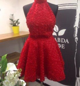 Платье фатин с вышитыми розочками новое