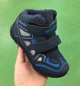 Новые ботинки 25 размера
