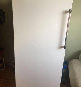 Продам холодильник ЗИЛ , работает исправно .