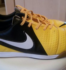 Бутцы Nike  для зала