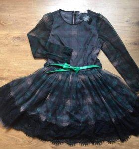 Платья Dior зеленого и красного цвета