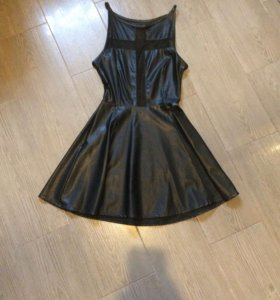 Платье кожзам