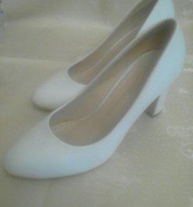 Туфли белые р 39