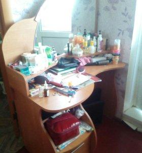 Стол с зеркалом для девушек название незнаю