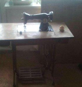 Ножная Швейная машинка в рабочем состоянии