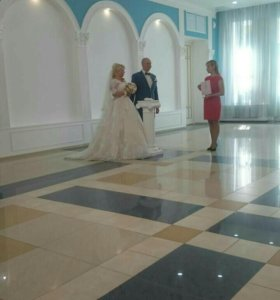 Свадебное платье со шлейфом +фата,болеро