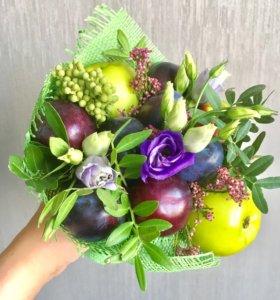 """Букет из фруктов и цветов """"Сливовый"""""""