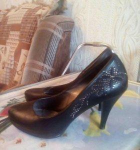 Женская обувь в Загорянском - купить модные туфли, сапоги, кроссовки ... 230b8a56880
