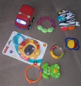 Пакетом игрушки-погремушки