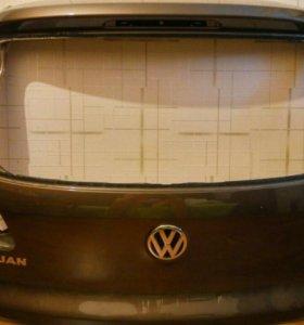 Крышка багажника Tiguan 5N0827025G