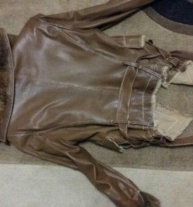 Куртка женская кожанная в хорошем состоянии