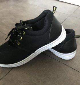 Новые кроссовки terranova 37
