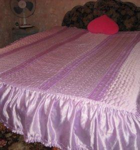 Кровать в велюровой обивки, очень красивая